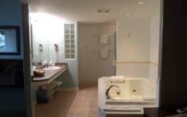Motel Jacuzzi suite room