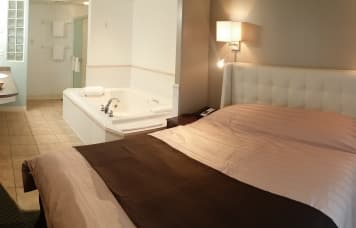 Executive jacuzzi suite room